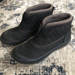 Clarks outdoor muckers waterproof black 7.5 8 EUC